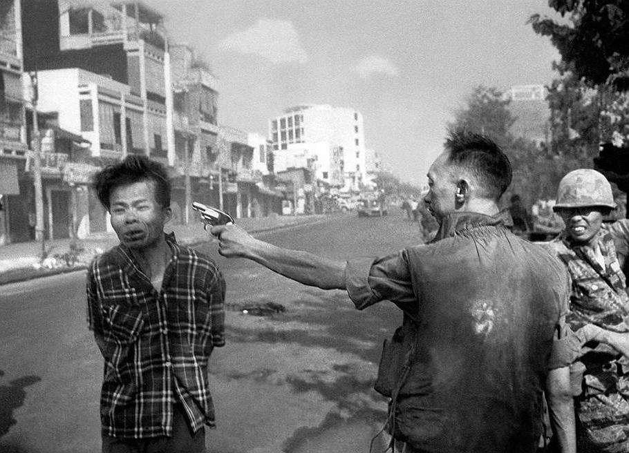 1 февраля 1968 г. - В ходе войны во Вьетнаме южновьетнамский бригадный генерал, начальник полиции Южного Вьетнама Нгуен Нгок Лоан застрелил офицера Вьетконга Нгуена Ван Лема